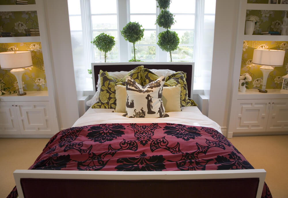 Luxury master bedroom sets in black and red color