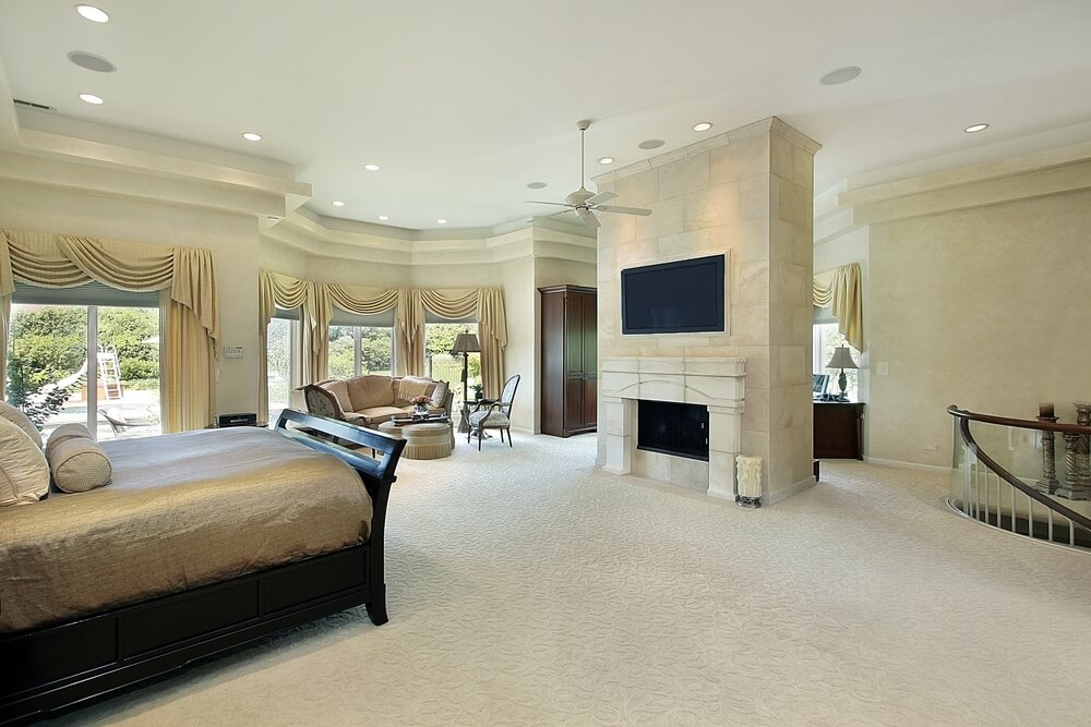 Modern and luxurious master bedroom designs with walk-in closets used clothing