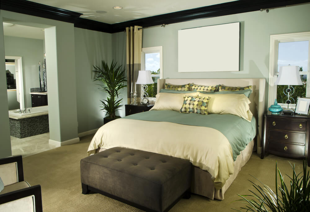 Modern and luxurious master bedroom ideas with wallpaper accent wall bathtub