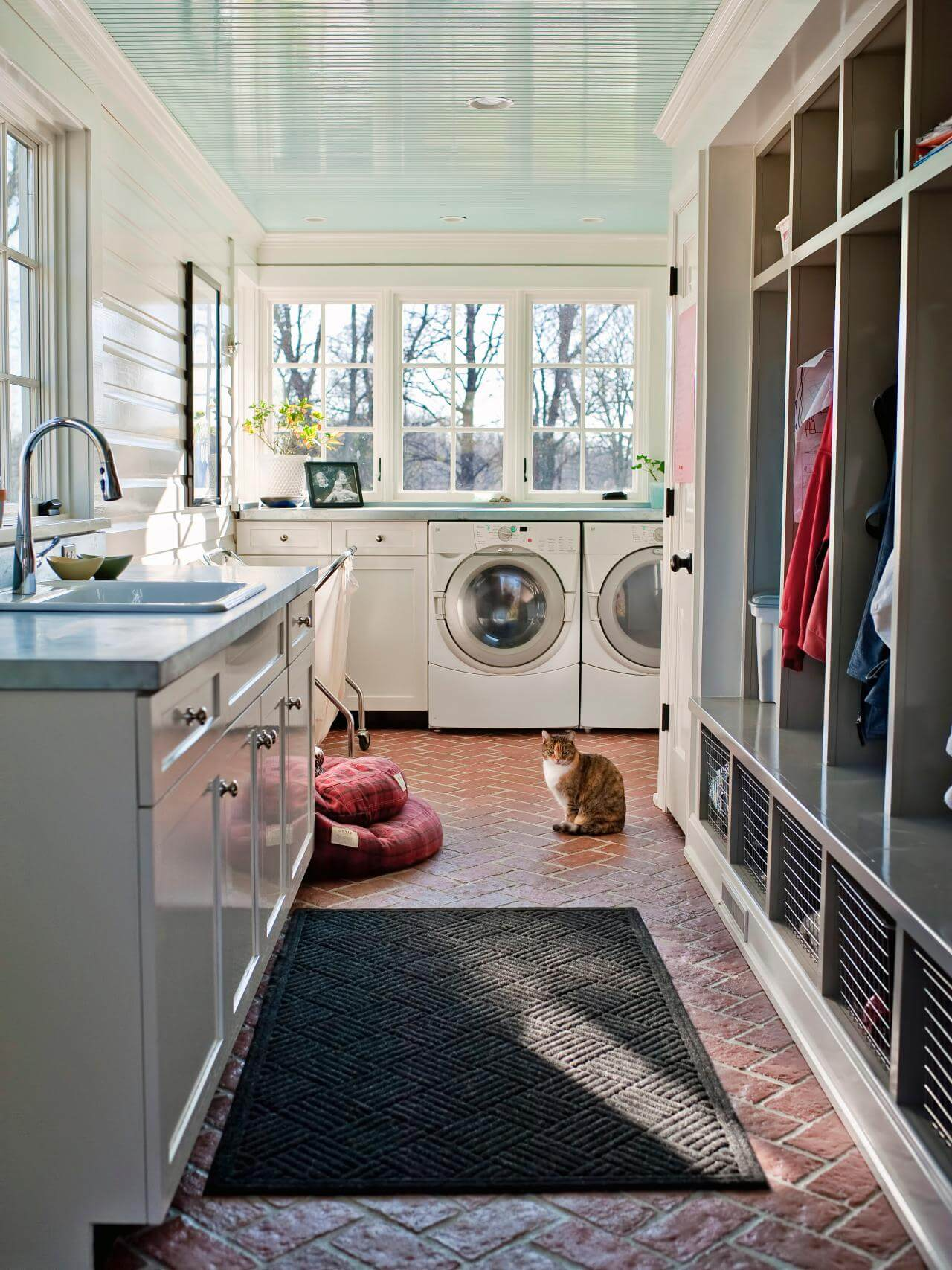 Small mudroom laundry room combo