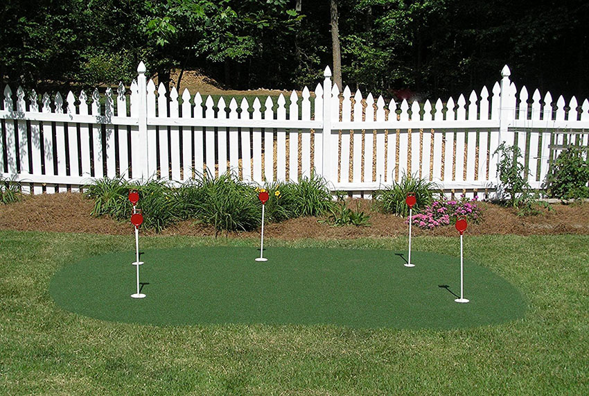 5 hole golf putting green
