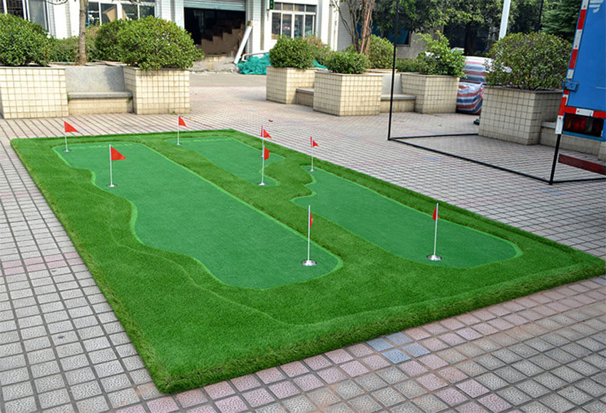 golf putting green in yard