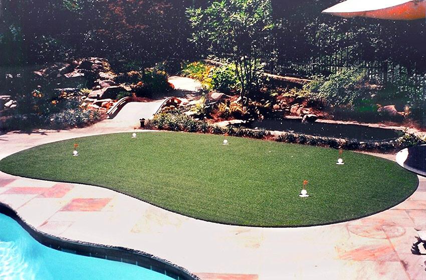 outdoor backyard golf putting green