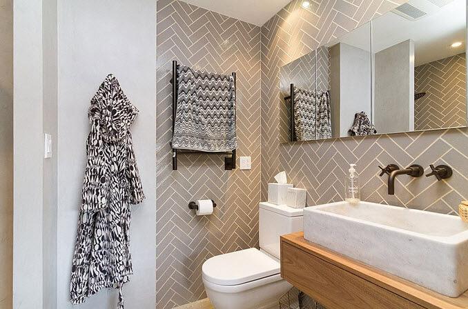 Bathroom with thin ceramic decor