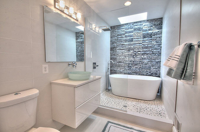 Design of white bathroom with tub