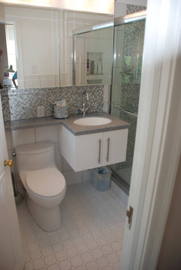 Small and practical bathroom