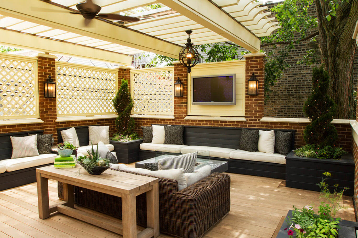 Terrace furniture with enclosure and wooden ceilings