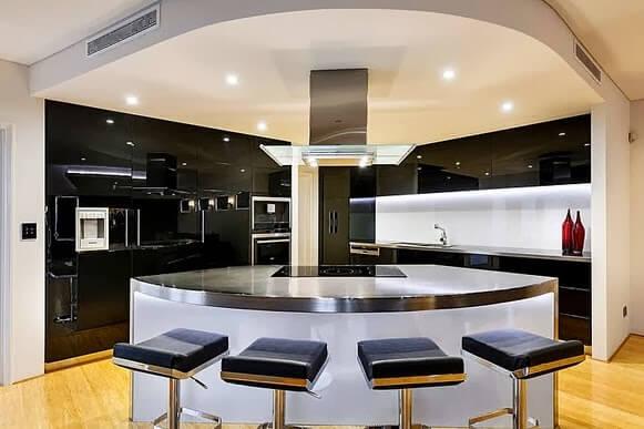 Circular island for luxurious kitchen