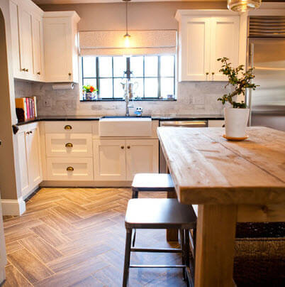 Cosy kitchen with hardwood flooring and white furniture