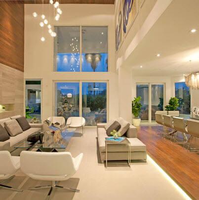 Double height room with wood veneer