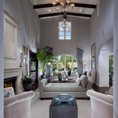 Room with double height ceiling and gray color