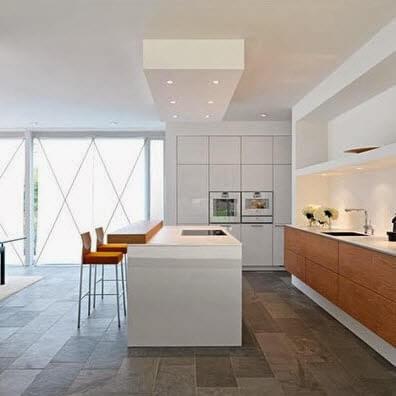 Simple kitchen bar in white