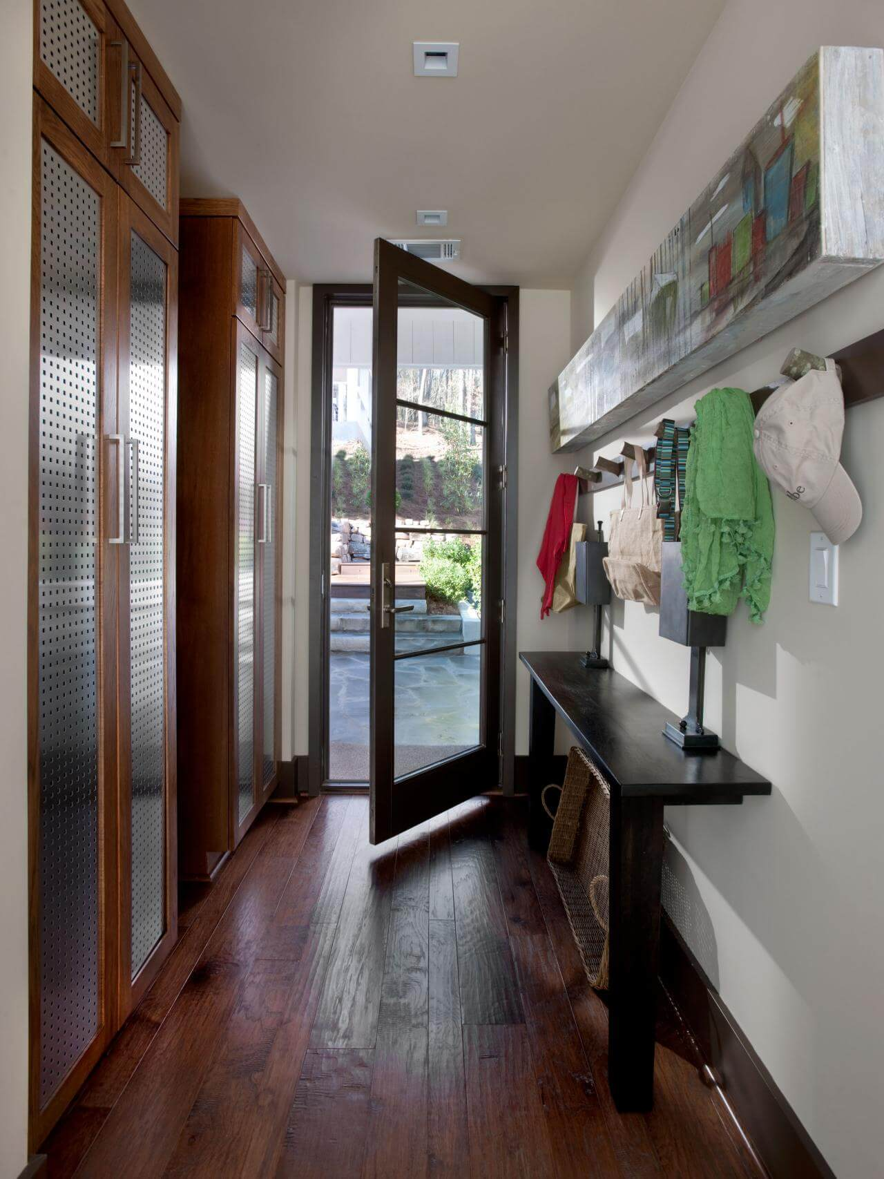 45 superb mudroom entryway design ideas with benches for Colonial foyer ideas