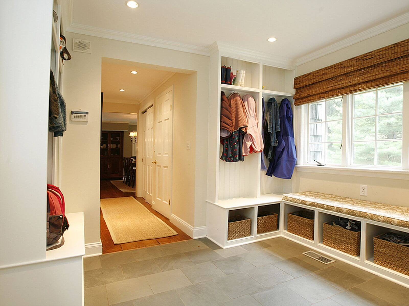 45 superb mudroom entryway design ideas with benches for Mudroom layout