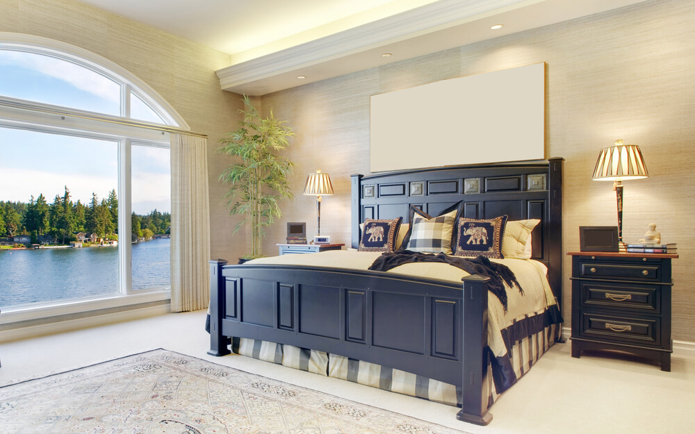 Modern looking master bedroom design ideas traditional anniversary gift near a lake view. Simple but elegant master bedroom design ideas with wall spots and big wall arcade window with black furniture accessories and decorations.
