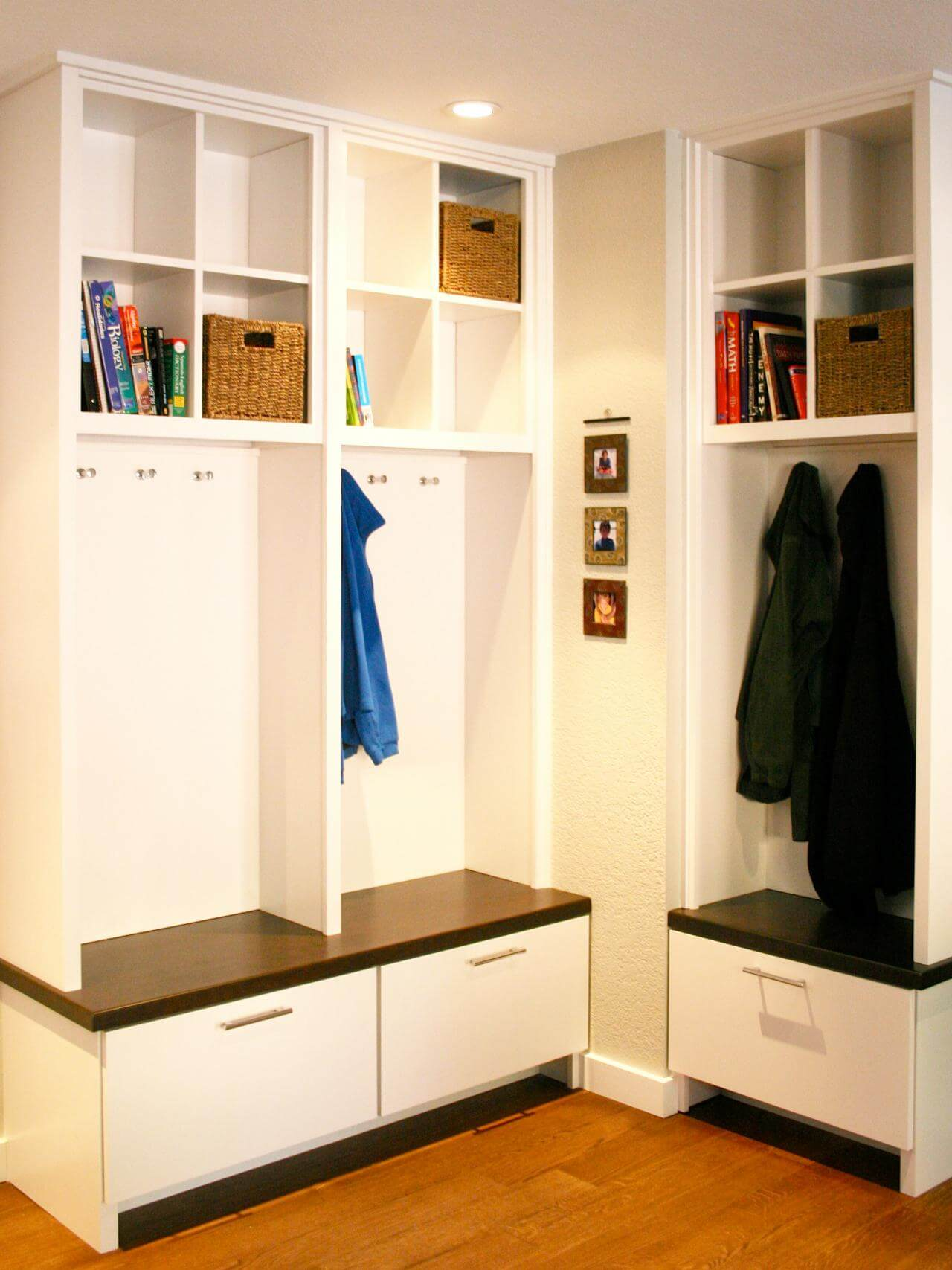45 superb mudroom entryway design ideas with benches for Foyer storage ideas