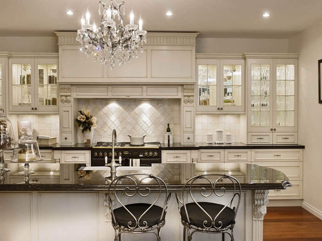 Change the overall appearance of a kitchen doesn't necessarily mean investing a lot of money or time. Updating cabinet hardware is an easy way to achieve such feat. White cabinetry, paired with thin luxury kitchen cabinet handles creates a modern foundation for this kitchen