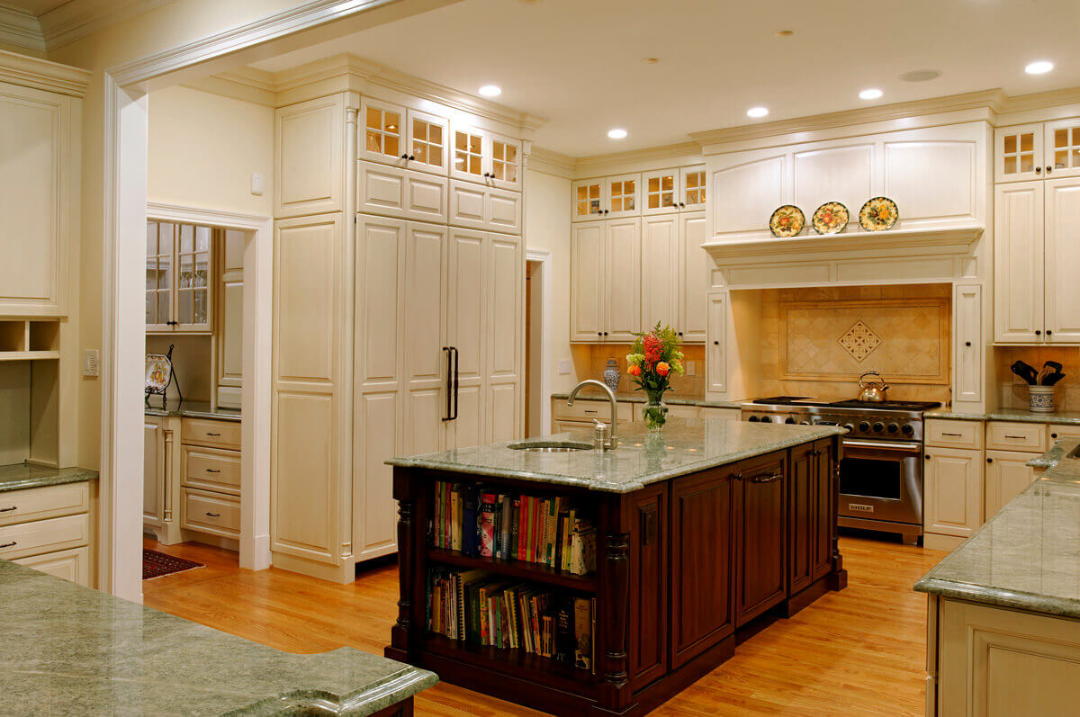 Dark Kitchen Cabinets With Range Hood