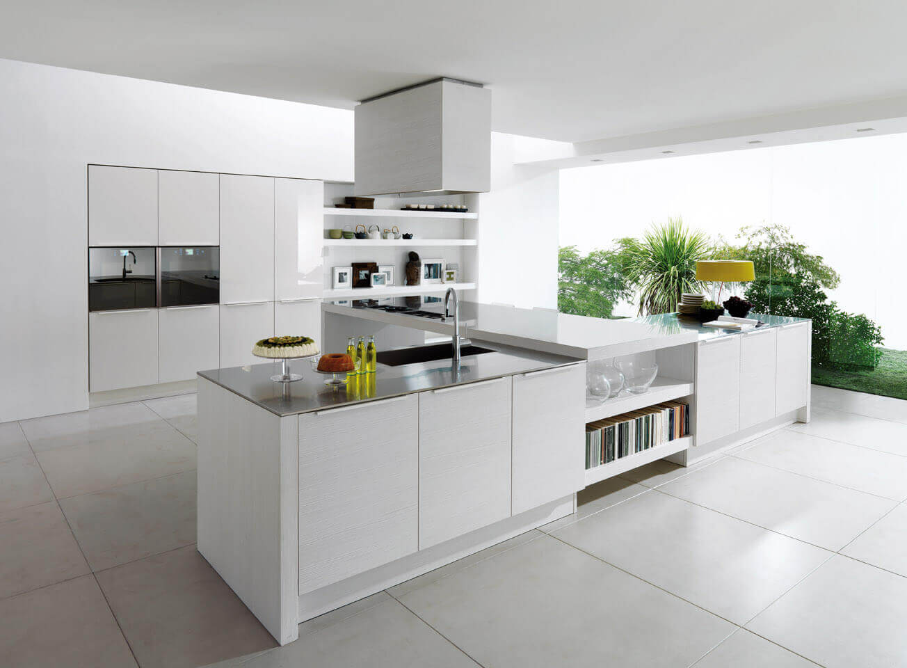 The openness of a kitchen space is usually its best asset. This modern kitchen design with white cabinets meticulously used this fact to ensure that the room looks even bigger with the use of reflective countertops and white surfaces
