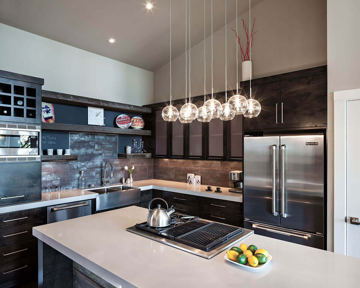 The all–impressive modern kitchen pendant light fixtures composed of clear glass orbs that add a bright focal point to this chic space. This, combined with the stunning ceiling lights, provides a beautiful focus around the kitchen