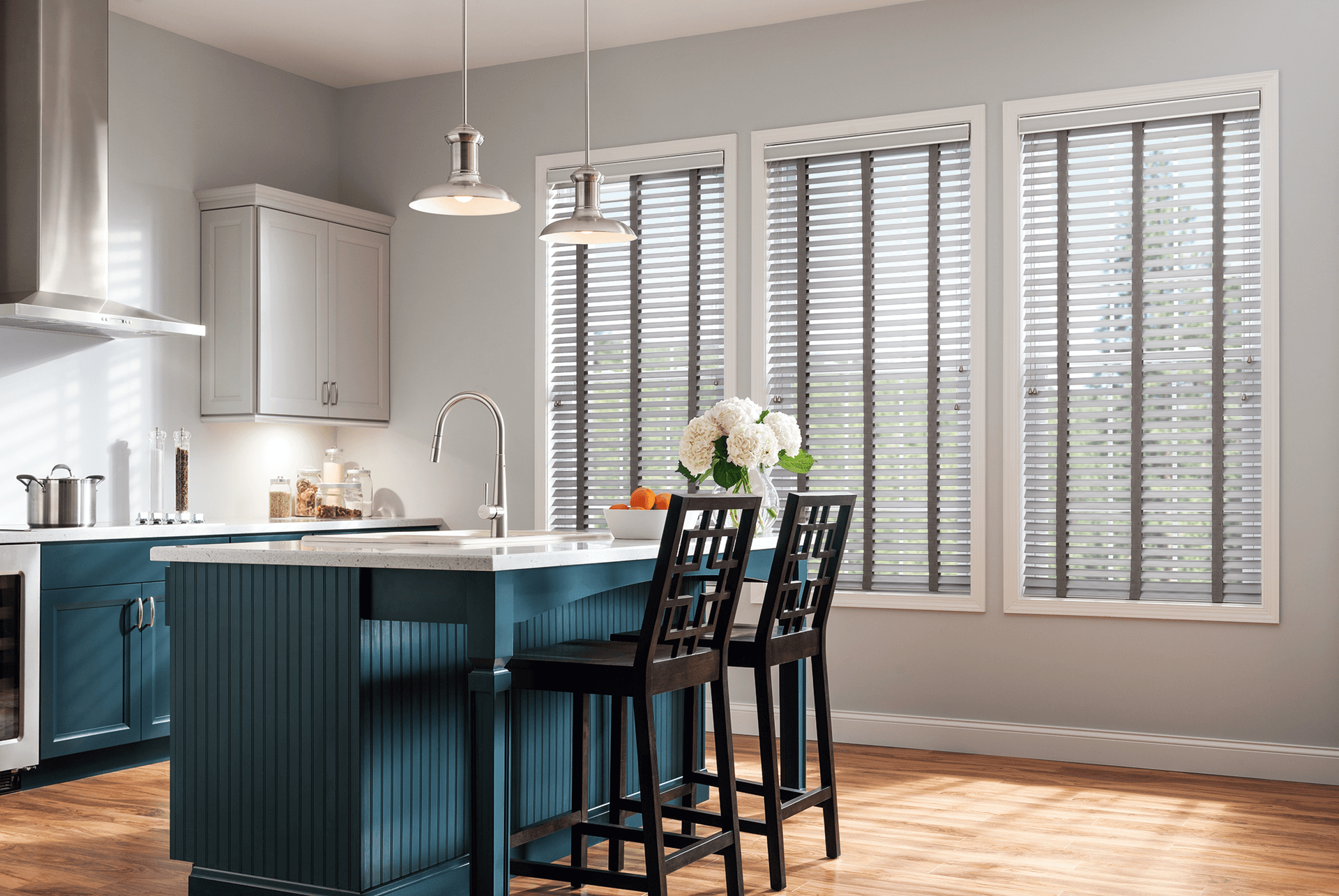 Modern kitchen roller blinds are a great window dressing. They are stylishly gorgeous and have multiple functions. The blush and soft white tone is suitable for a modern look and add an extra touch of elegance in this modern kitchen space