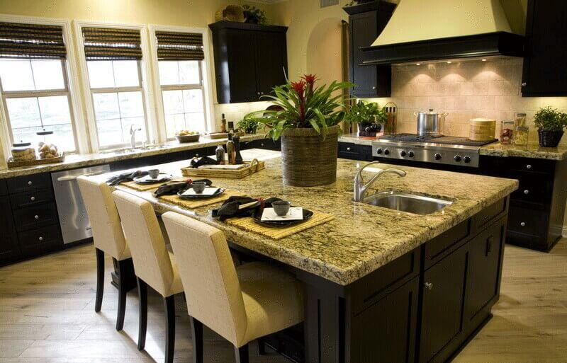 The interplay of fine dark brown cabinet fixtures and the island base against the cream feel of the other fixtures does not only add to the sexiness of the Asian kitchen ideas, but also helps kick up the contrast