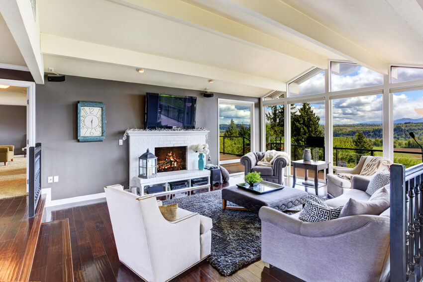 Attractive Luxury Living Room Well Furnished