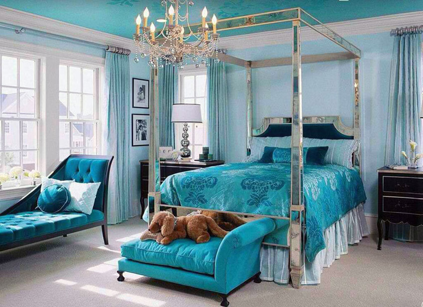 This beautiful teal color bedroom with chaise lounge bed seat and silver mirrored four post bed has an impeccable color combination; from the polished silver color used for the bedframe and lamp shade base, to the teal used for the chaise lounge seat, headboard, and bedsheets. Other elements, including the dark wood elements on the chaise lounge seat frame and sidetables, add to the elegance feel of the room