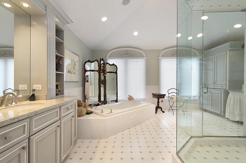 Classic luxury bath tub ornate mirrors