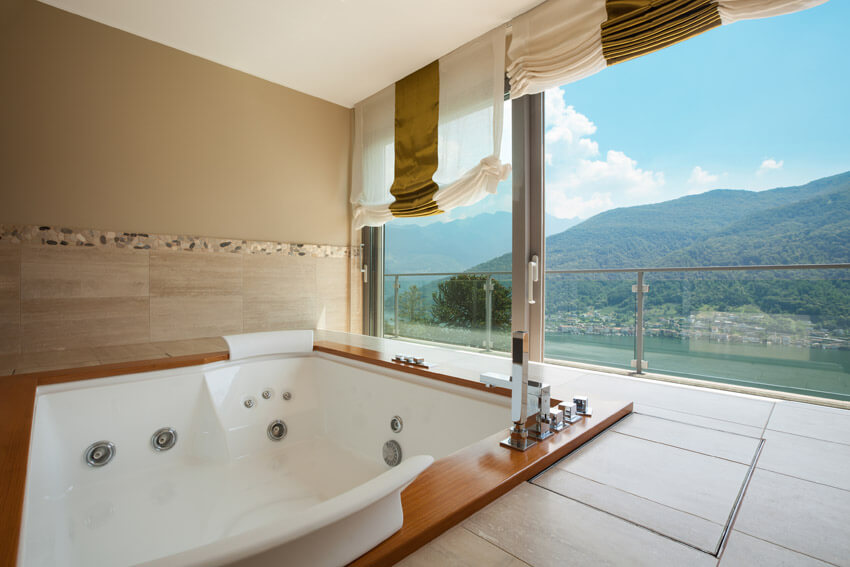 jet tub with beautiful mountain view
