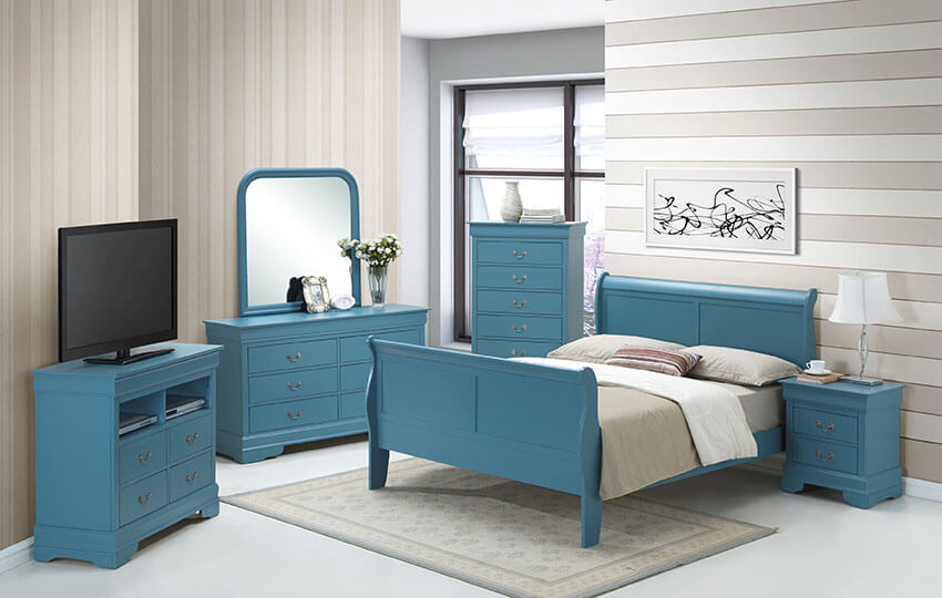 The main center points of this contemporary style bedroom are the teal–colored furniture with the teal sleigh bed and dressers in the same shade. The other teal furniture include the side tables and consol, as well as the stylish and functional six–drawer desk that comes with non–removable drawers