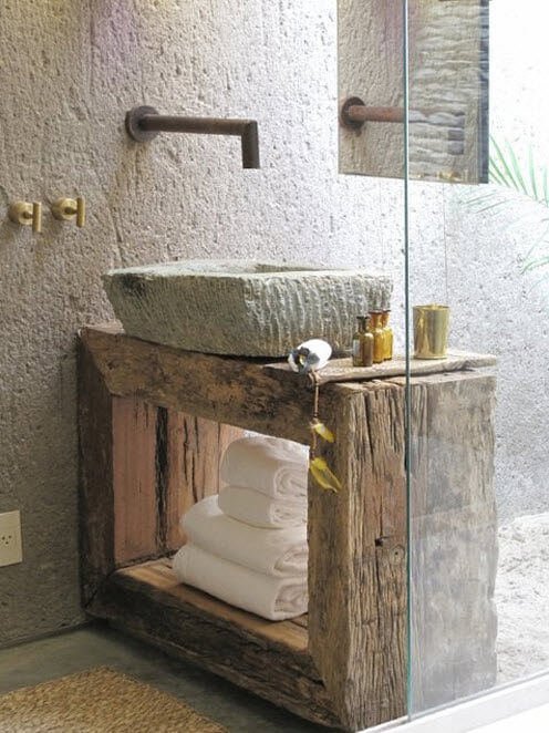 Original design of bathroom with recycled objects