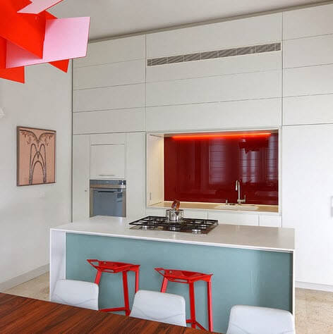 Small kitchen in red tones