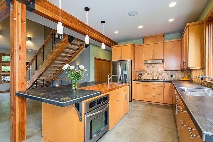 Wooden kitchen with ceramic bar